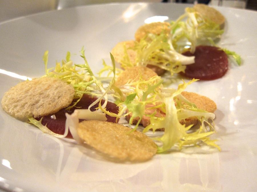 Foie gras er ren glædespreder, og sammen med den rå tun fungerede den rigtig godt.