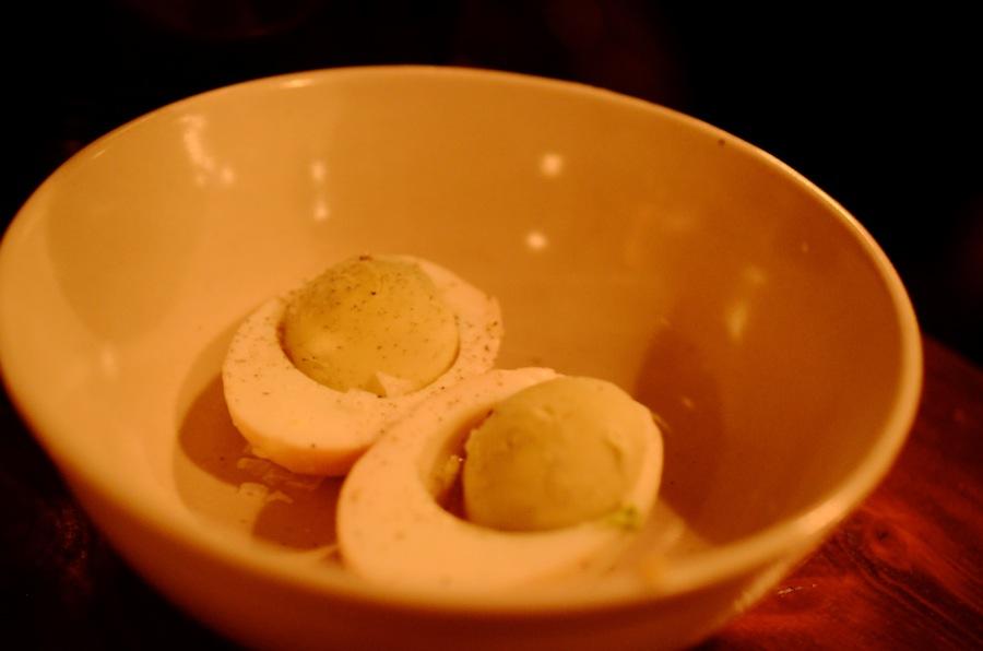 Solæggene brillerede mindre med en meget tør blomme og en noget overdoseret sennep i mayonnaisen.