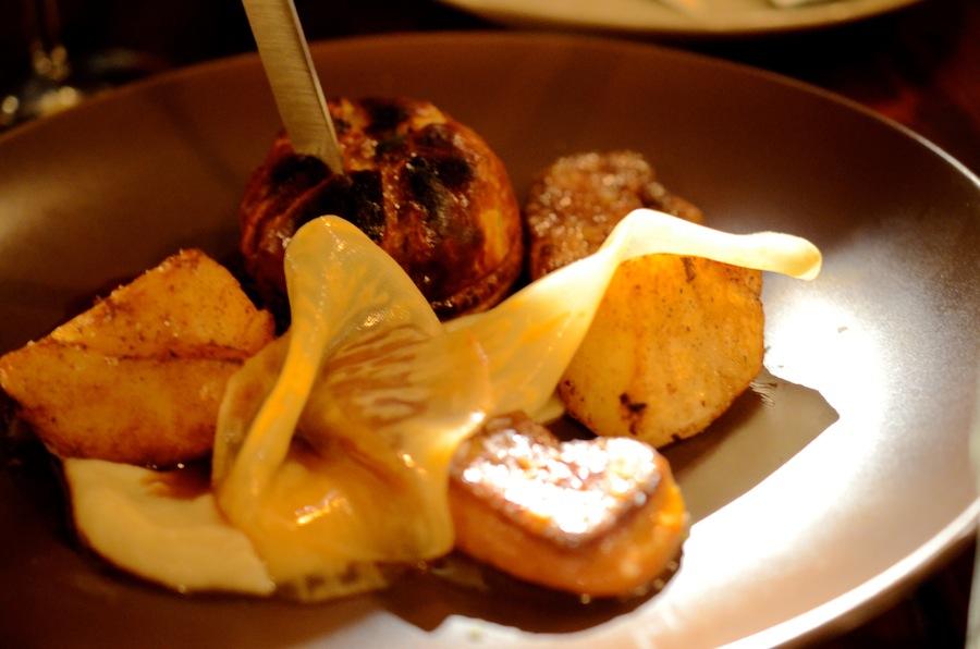 Indbegrebet af en Oubæk-ret. Tourte med alt godt fra anden, stegt foie gras og dybt indkogt sauce.