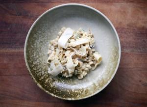 Opskrift – selleririsotto, svampe og syltede selleribånd