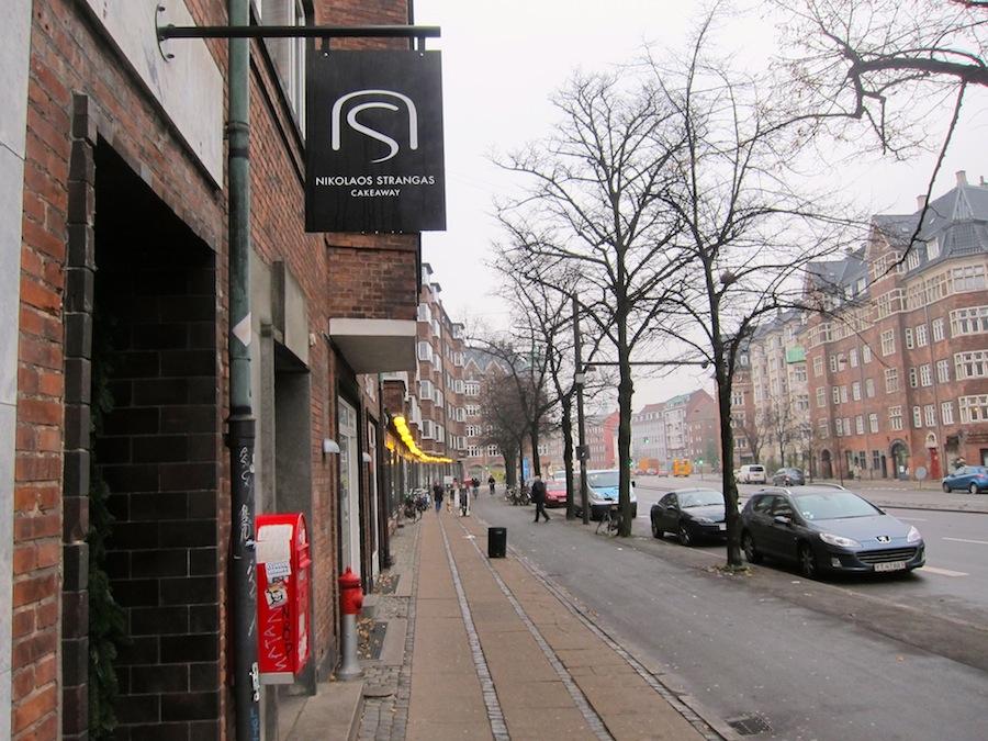 Aboulevard er ikke den smukkeste del af København, men Strangas Cakeaway er værd at gå efter.